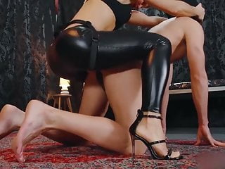 Mistress Cardboard The Ass Of A Submissive