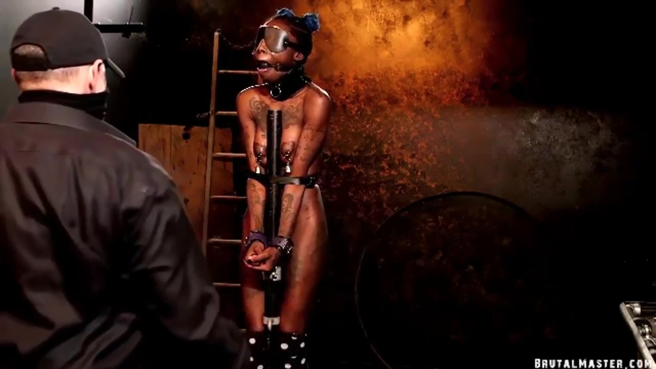 Fuckmeat In Ebony Slave Is Tide On The Pole And Gets Her Ass Whipped