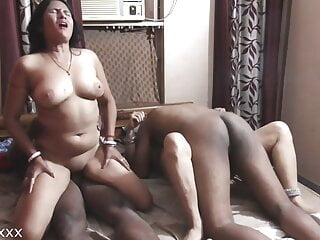 Hot Indian wife exchange and poti ka shamne wife ko choda