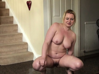 Pissing uk slut squats and wets the floor