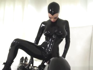 Latex mistress playing with her gimp slave